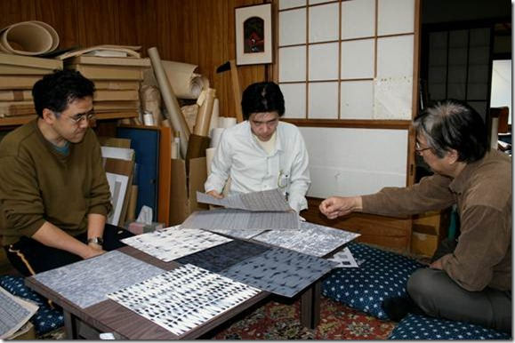 Satō Keizō consults with printer Nakayama Makoto (left) and carver Kitamura Shōichi (center) about reproducing Rebecca Salter's series of paintings.